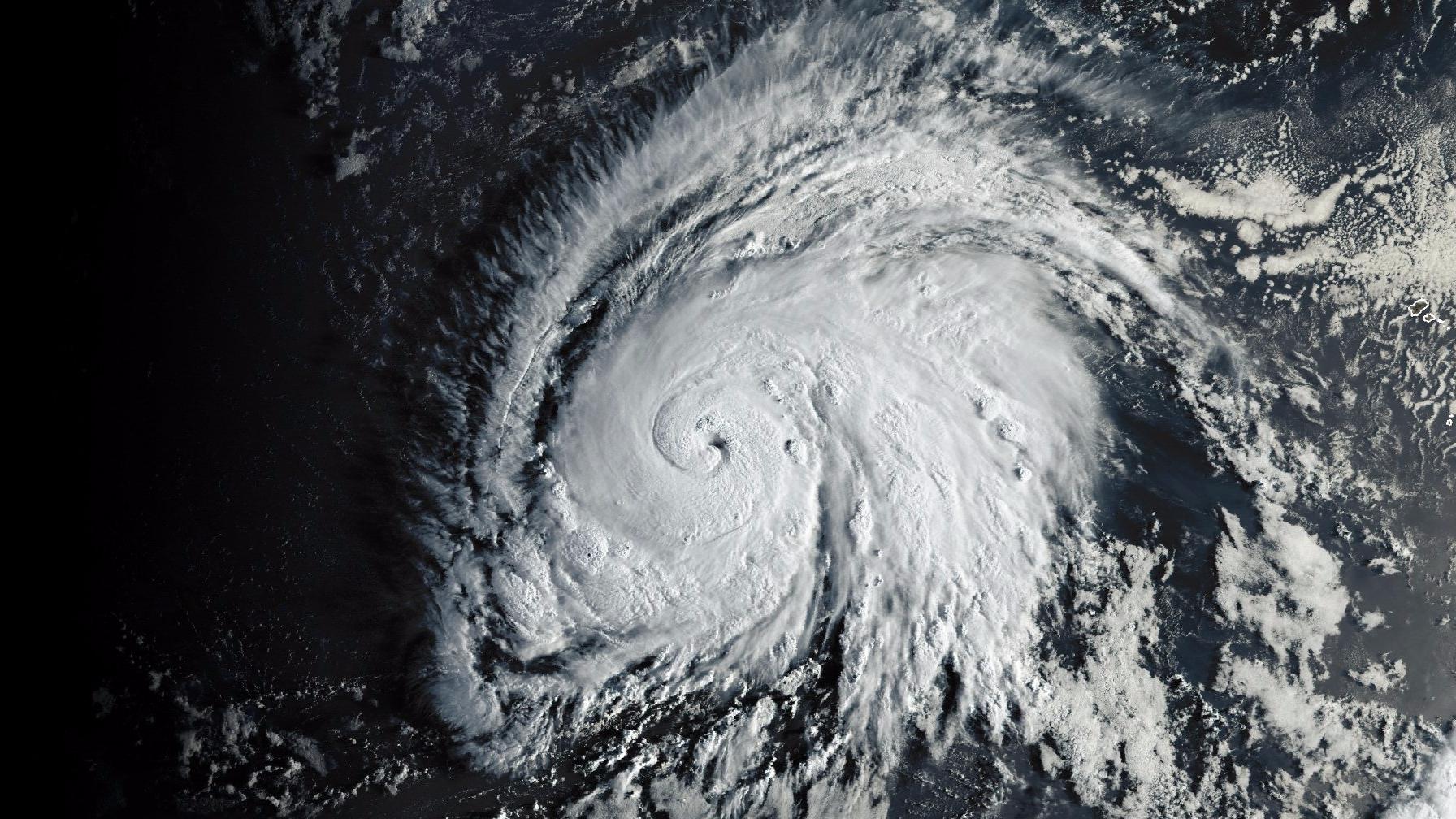 L'ouragan Lorenzo, classé en catégorie 5, s'approche des côtes européennes